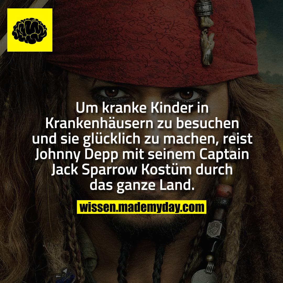 Um kranke Kinder in Krankenhäusern zu besuchen und sie glücklich zu machen, reist Johnny Depp mit seinem Captain Jack Sparrow Kostüm durch das ganze Land.