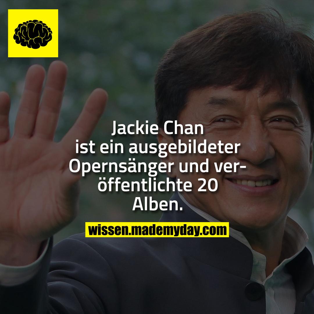 Jackie Chan ist ein ausgebildeter Opernsänger und veröffentlichte 20 Alben.