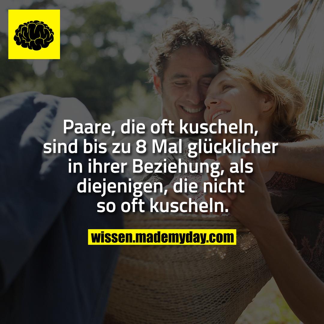 Paare, die oft kuscheln, sind bis zu 8 Mal glücklicher in ihrer Beziehung, als diejenigen, die nicht so oft kuscheln.