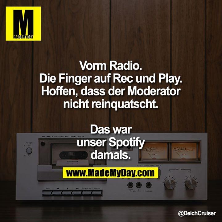 Vorm Radio.<br /> Die Finger auf Rec und Play. Hoffen, dass der Moderator nicht reinquatscht.<br /> Das war unser Spotify damals.