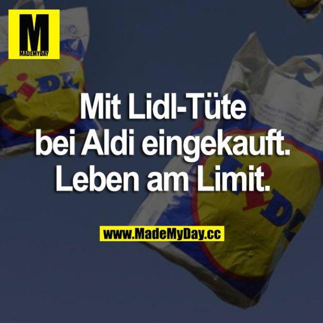 Mit Lidl-Tüte bei Aldi eingekauft. Leben am Limit.