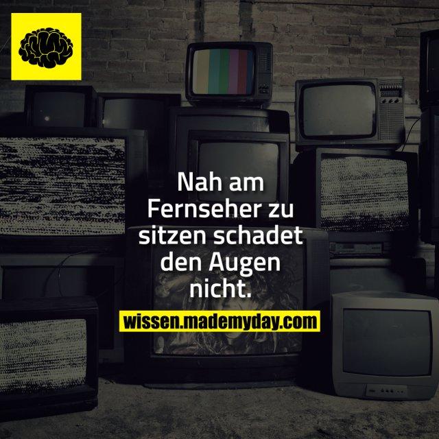 Nah am Fernseher zu sitzen schadet den Augen nicht.