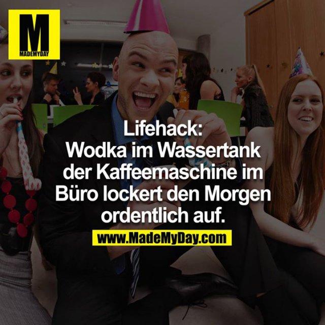 Lifehack:<br /> Vodka im Wassertank der Kaffeemaschine im Büro lockert den Morgen ordentlich auf<br />