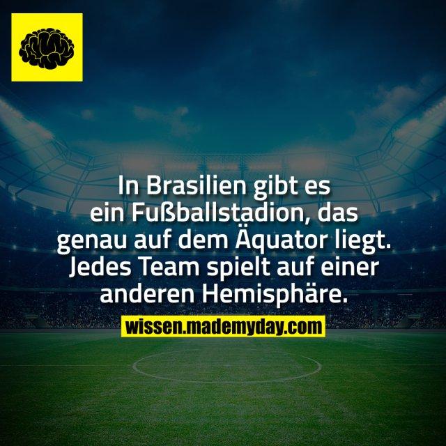 In Brasilien gibt es ein Fußballstadion, das genau auf dem Äquator liegt. Jedes Team spielt auf einer anderen Hemisphäre.