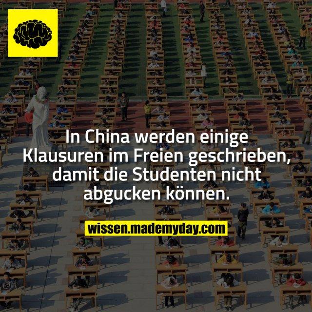 In China werden einige Klausuren im Freien geschrieben, damit die Studenten nicht abgucken können.