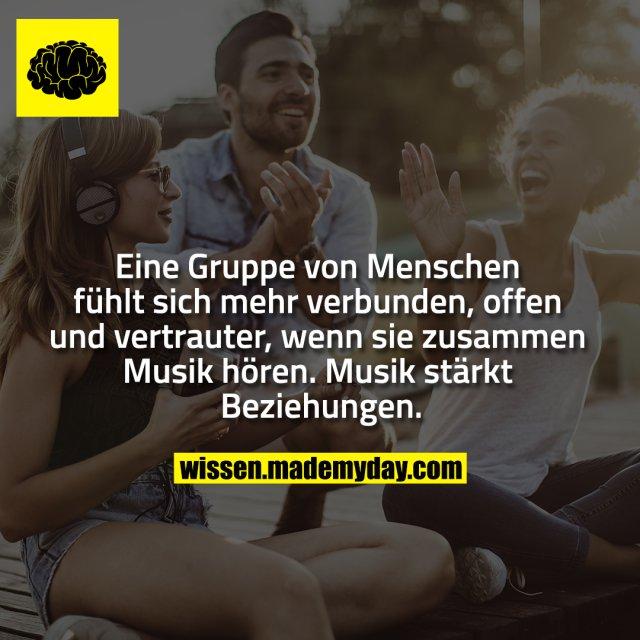 Eine Gruppe von Menschen fühlt sich<br /> mehr verbunden, offen und vertrauter,<br /> wenn sie zusammen Musik<br /> hören. Musik stärkt Beziehungen.