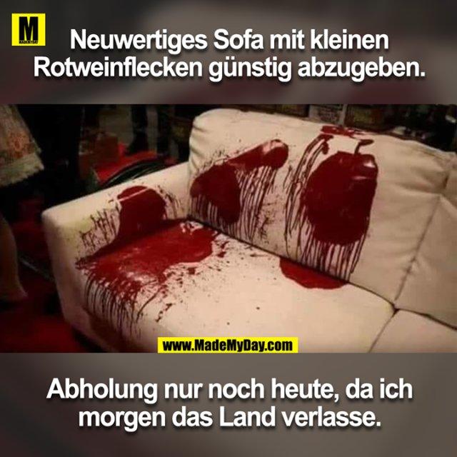 Neuwertiges Sofa mit kleinen<br /> Rotweinflecken günstig abzugeben.<br /> Abholung nur noch heute, da ich<br /> morgen das Land verlasse.