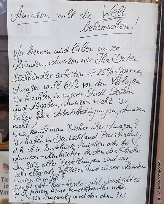 """""""Wenn eine Buchhandlung ein Buch verkauft, bekommt die Buchhandlung zwischen 20% und 30% des Nettopreises. Amazon verlangt 60% und zahlt kaum Steuern in Deutschland. Die übrigen 40% sollen sich Verlag, Druckerei und Autor teilen. Bitte bestellt eure Bücher beim lokalen Buchhändler.""""<br /> Via twitter.com/piccin13"""