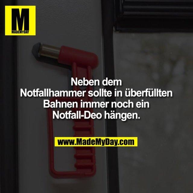 Neben dem Notfallhammer sollte in überfüllten Bahnen immer noch ein Notfall-Deo hängen.