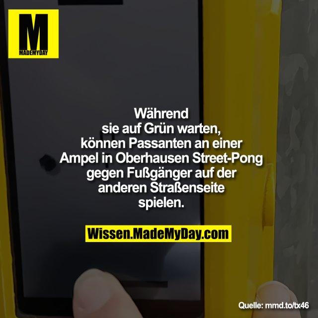 Während sie auf Grün warten, können Passanten an einer Ampel in Oberhausen Street-Pong gegen Fußgänger auf der anderen Straßenseite spielen.